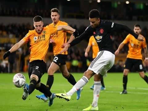 Wolves 0-0 Man United: May mắn không thua, Quỷ đỏ run rẩy chờ đá lại