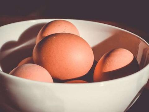 Tác hại khi ăn trứng để quá lâu