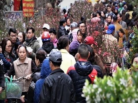 Người dân đổ về chợ trăm tuổi sắm Tết