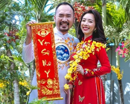 Thu Trang, Tiến Luật xúng xính áo dài, hứa ''Tết này con sẽ về''