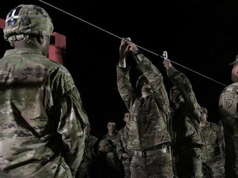 Cách tân binh Mỹ rèn luyện tinh thần thép cực chất