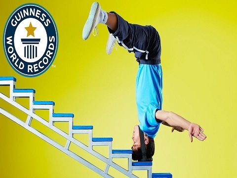 Chinh phục 36 bậc thang bằng... đầu!
