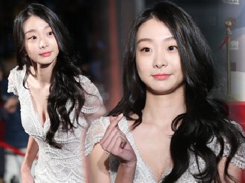 Nhan sắc trong veo khiến dân tình điên đảo của ''điên nữ'' Kim Da Mi ngoài đời