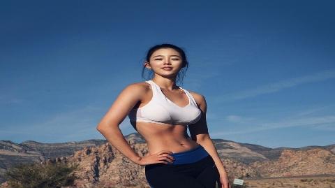 Bỏng mắt trước thân hình nóng bỏng của nữ HLV thể hình Hàn Quốc