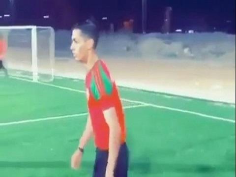 'Người anh em song sinh' của Ronaldo xuất hiện trên sân phủi