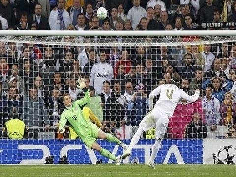 Quả đá penalty bằng chân trụ tệ hại nhất thế giới