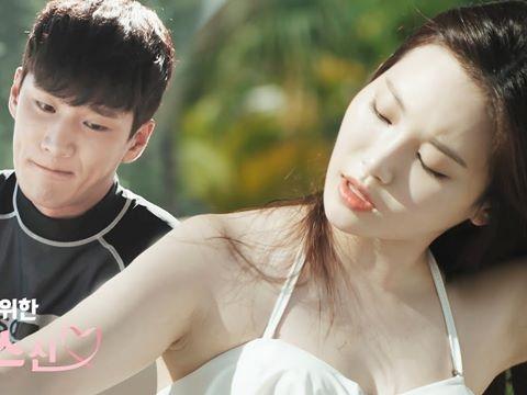 Ác nam ''Itaewon class'' lộ clip thoa kem chống nắng cho gái xinh bikini