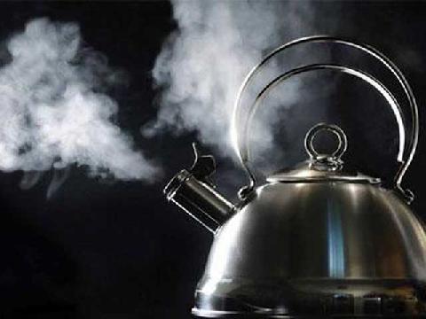Vì sao hơi nước gây bỏng nặng hơn nước sôi?