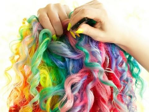 Những mái tóc cầu vồng