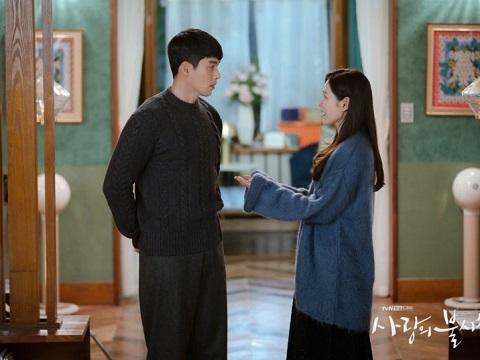 HOT: Lộ clip Son Ye Jin 'tán tỉnh' Hyun Bin trên phim trường