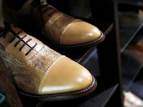 Cận cảnh những đôi giày làm từ da gà