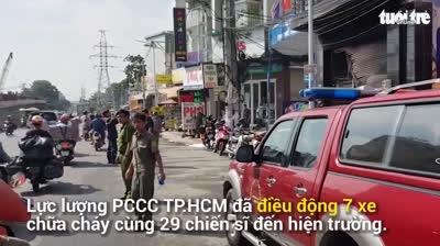 Cháy lớn, giải cứu 7 người mắc kẹt ở Bình Tân