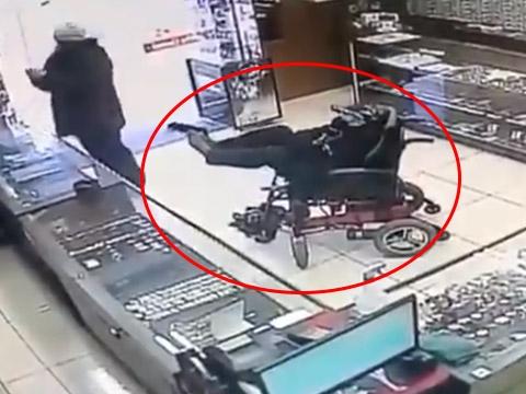 Ngồi xe lăn đi cướp tiệm vàng ở Brazil