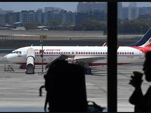 Máy bay phải quay đầu vì phi công nhiễm SARS-COV-2