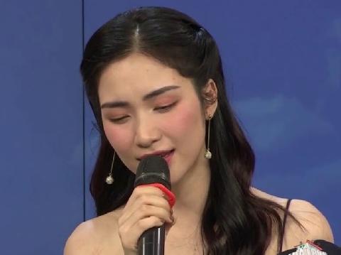 Hoà Minzy live siêu đỉnh ''Không thể cùng nhau suốt kiếp'' trên sóng trực tiếp!