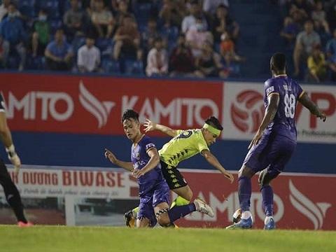 Quang Hải bỏ lỡ cơ hội ghi bàn khó tin trước Bình Dương