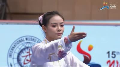 Đứng hình trước màn đi đường quyền của thiên thần Trung Quốc