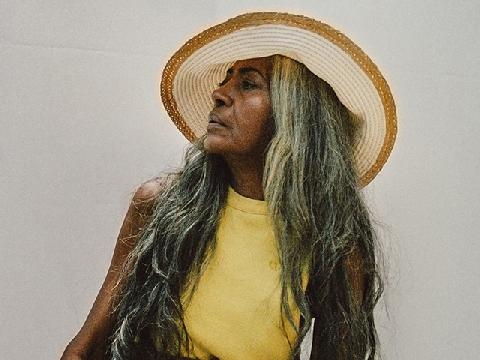 Bà lão 67 tuổi vẫn làm người mẫu nổi tiếng