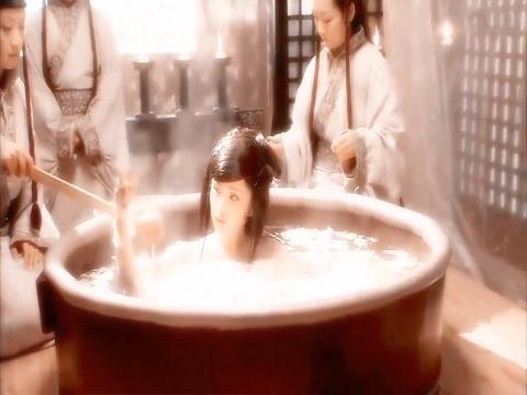 Lộ cảnh tắm và body hiếm hoi của Dương Mịch ở tuổi 20