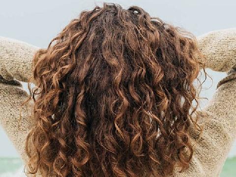 5 cách tạo kiểu tóc xoăn xù tự nhiên