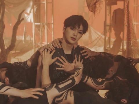 KANGDANIEL tái xuất với MV siêu đẹp trai Who U Are