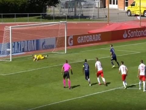 Cầu thủ Lyon đá hỏng 3 quả penalty liên tiếp