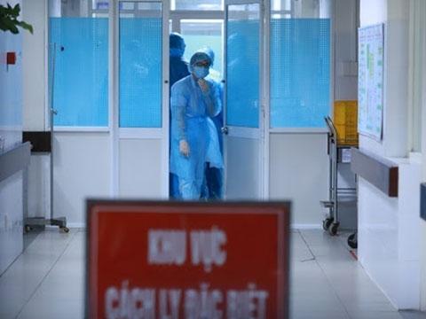 Phòng Covid-19 từ… thang máy bệnh viện