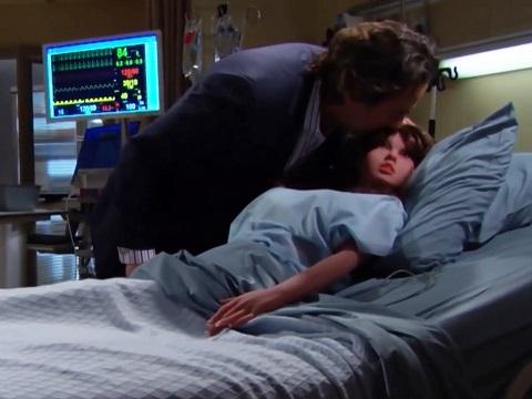 Diễn viên phải hôn ma-nơ-canh để tránh nhiễm Covid-19