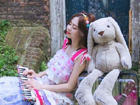 Dù phủ định tin tái hợp, Liz Kim Cương vẫn tiếp tục tung MV với Trịnh Thăng Bình