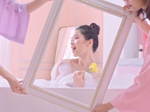 Suni Hạ Linh lộ cảnh tắm bồn siêu gợi cảm, được trai đẹp mê tít vì thơm quyến rũ