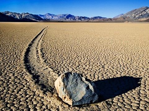 Điều kỳ lạ ở thung lũng chết khi đá biết… tự di chuyển