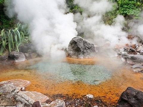 Hồ nước nóng 85 độ có thể làm bỏng da