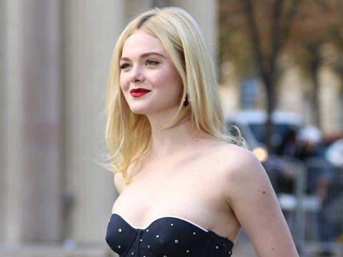 """""""Công chúa Hollywood"""" Elle Fanning xẻ ngực táo bạo khiến netizen """"trụy tim"""""""