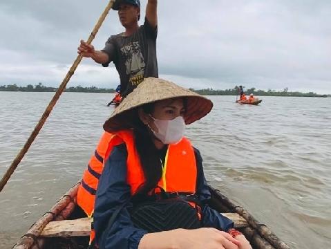 Thương miền Trung, Thủy Tiên bỏ hợp đồng quảng cáo ở lại cứu trợ