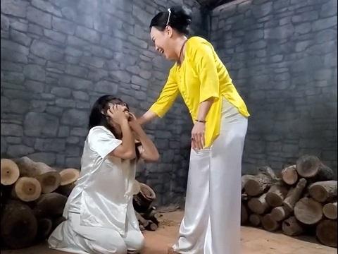 Việt Hương đánh ghen bằng giọng cười cực bá đạo