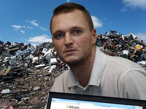 Bới bãi rác vì lỡ tay vứt chiếc ổ cứng chứa bitcoin giá 6.300 tỷ