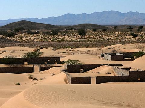 Ngôi làng bị sa mạc 'nuốt chửng'