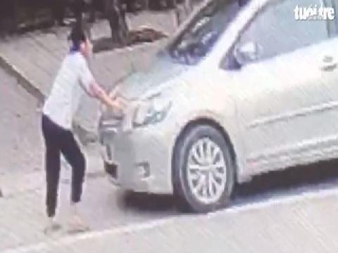 Mua bia không trả tiền, còn lái ô tô ủi thiếu nữ khi bị ngăn cản