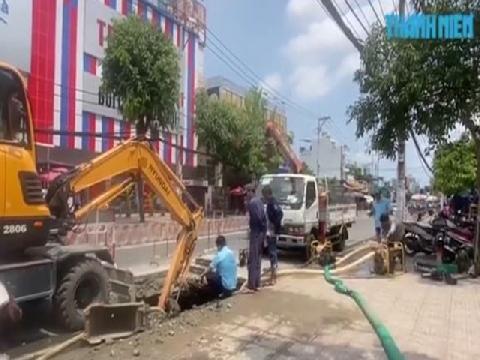Hố tử thần xuất hiện sau mưa trên đường Huỳnh Tấn Phát