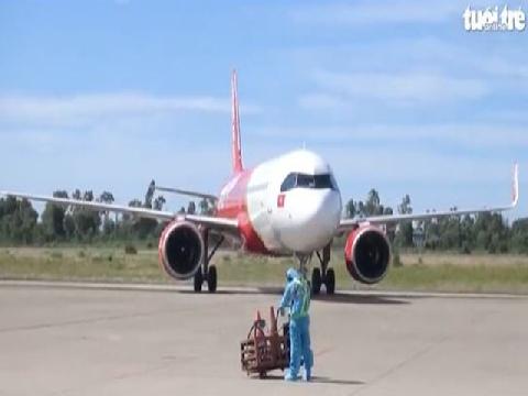 Máy bay đưa 240 người dân Huế từ TP.HCM về quê tránh dịch