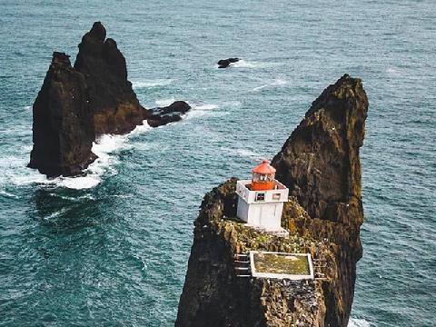 Đây là ngọn hải đăng cô độc nhất thế giới