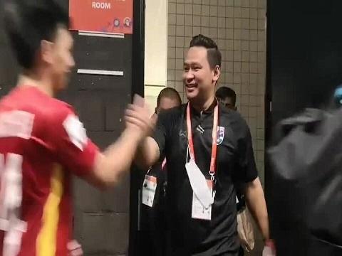 HLV Thái Lan chờ để chúc mừng futsal Việt Nam